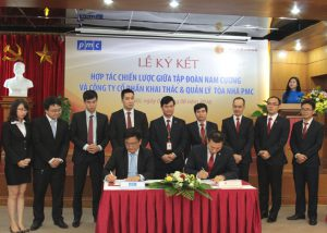 Ông Trần Văn Nghĩa - Tổng giám đốc Tập đoàn Nam Cường và ông Nguyễn Hồng Minh - Tổng giám đốc PMC ký kết hợp tác