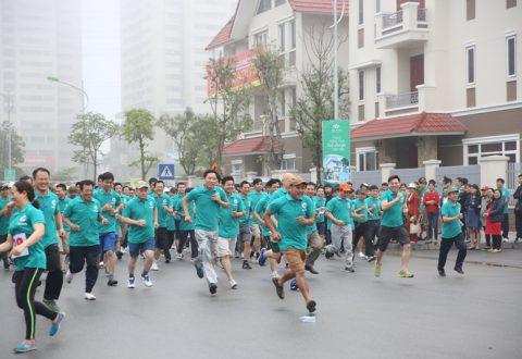 Hơn 1000 người tham gia giải chạy Vì sức khoẻ toàn dân tại KĐT Dương Nội