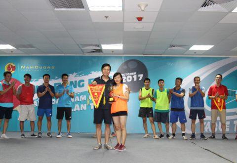 Cặp đôi nam nữ giành cúp chiến thắng: Ông Trần Oanh- Phó Chủ tịch Tập đoàn &Chị Trần Thị Thanh Quế- Kế toán Chi nhánh Hà Tây